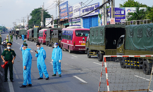HCMC uses 113 buses to send migrants home