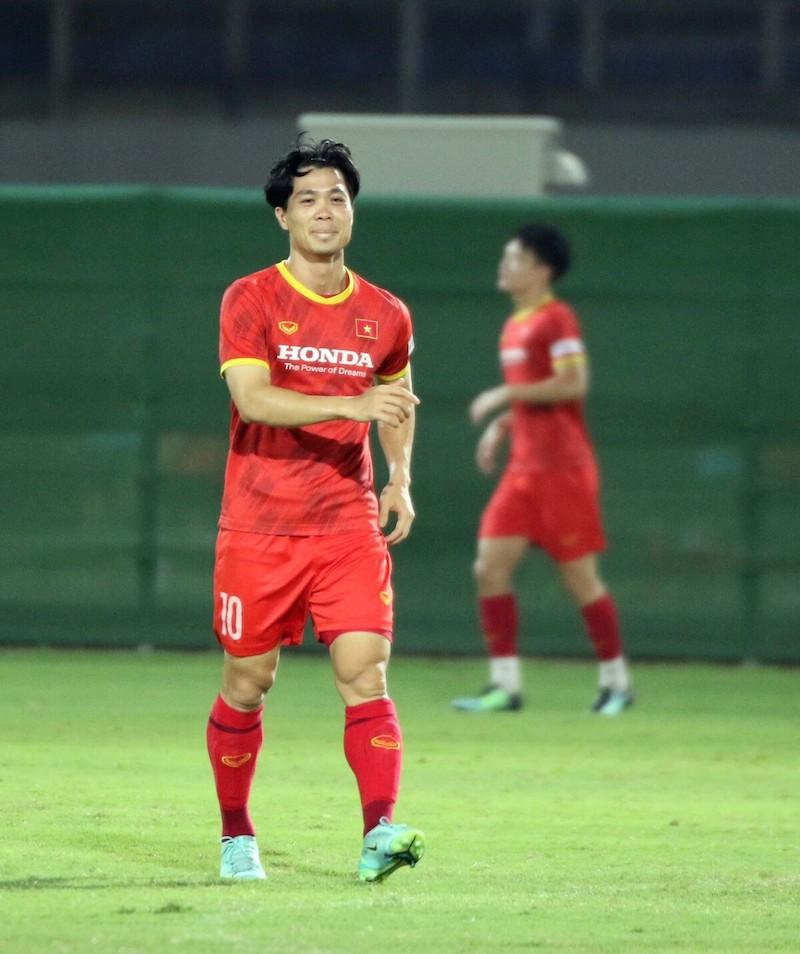 Vietnam national team start training in UAE