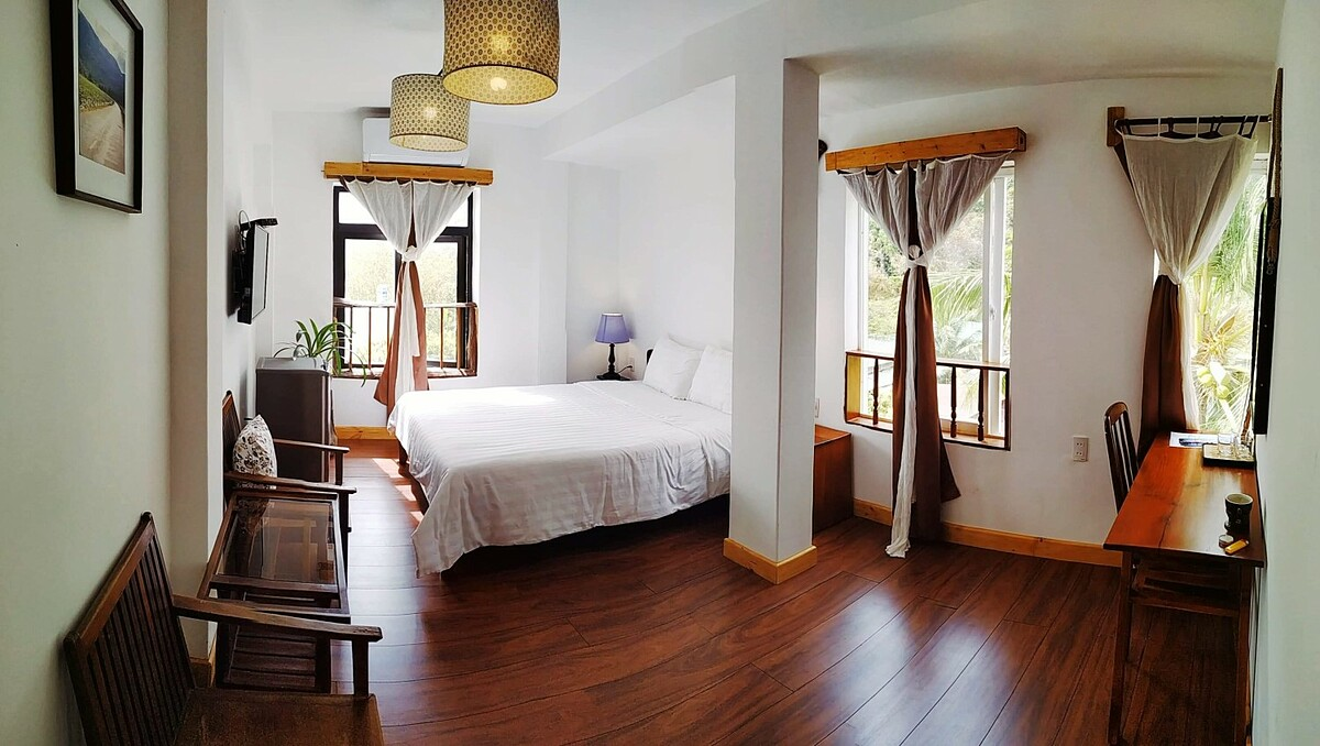 For affordable visitors, the hotel is also an ideal choice with prices ranging from VND650,000-1.2 million a night.Located on Phan Chu Trinh Street near Con Dao Prison, the hotel has 30 rooms designed in a classic style. Photo courtesy of Hotel De Condor.