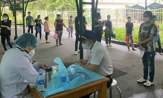 HCMC requires speedy vaccination for industrial workers