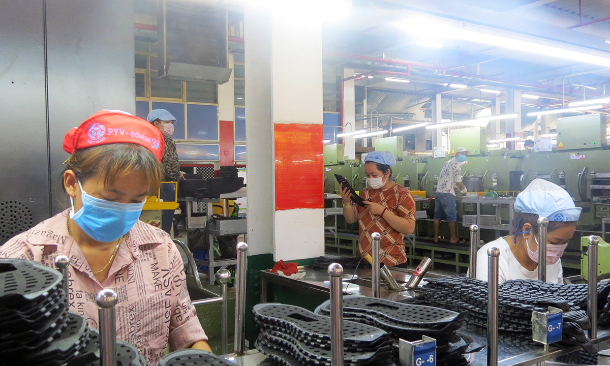 Workers make footwear products in Pouyuen factory in Ho Chi Minh City in June 2021. Photo by VnExpress/Le Tuyet
