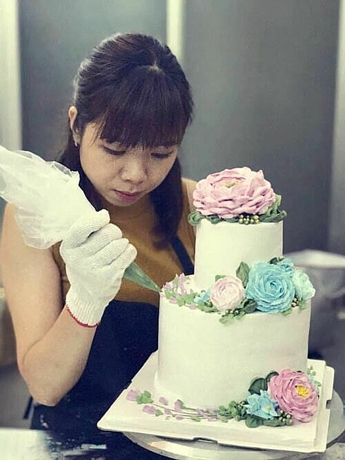Pham Mai Linh attends a cake making class in 2018. Photo courtesy of Linh
