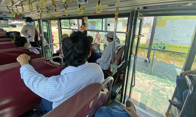 First public bus lines resume operations in HCMC