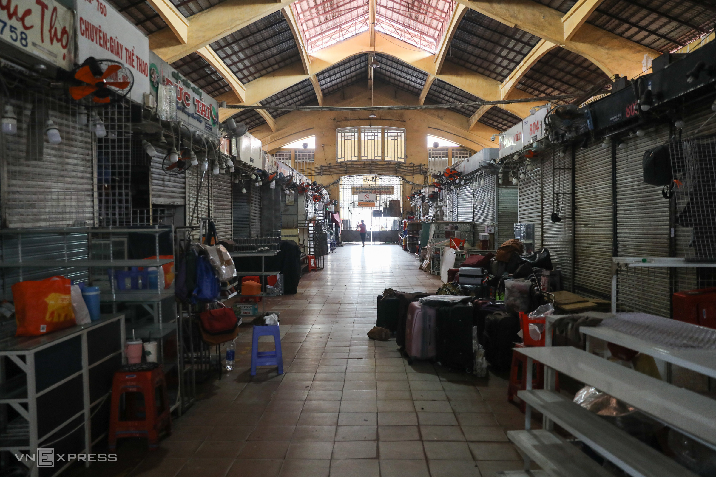 HCMC traditional markets reopen cautiously