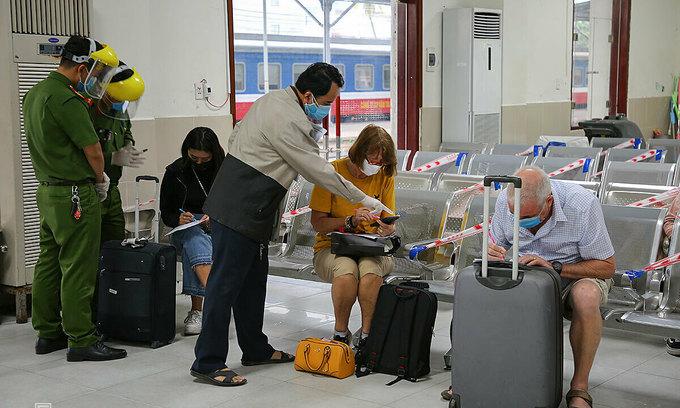 Da Nang agrees to resume rail, air transport