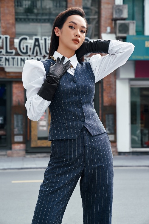 From the fabric which is often used to make suit and tuxedo for men, Thu has designed blazers, shorts, skirts and dresses for women.
