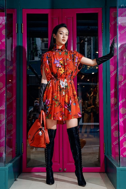 Thu's latest collection also features colorful dresses with floral pattern, honoring femininity.