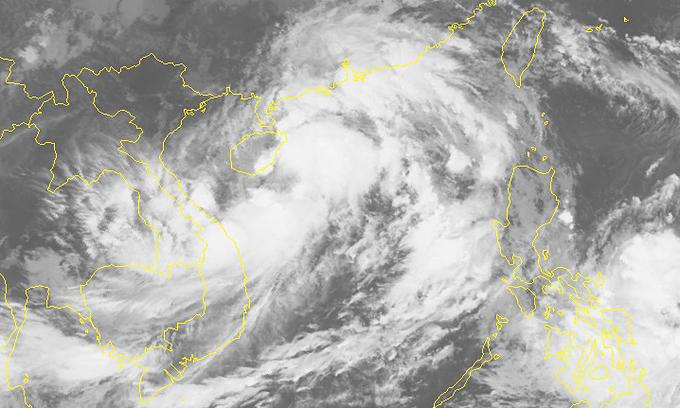 Storm Lionrock barrels toward north-central Vietnam