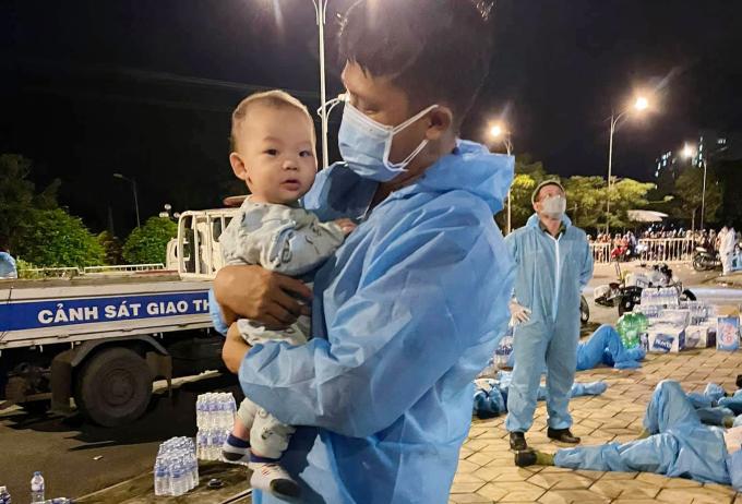Vinh comforts a baby in a quarantine facility at An Giang University, Oct. 2, 2021. Photo courtesy of Ton Long Vinh