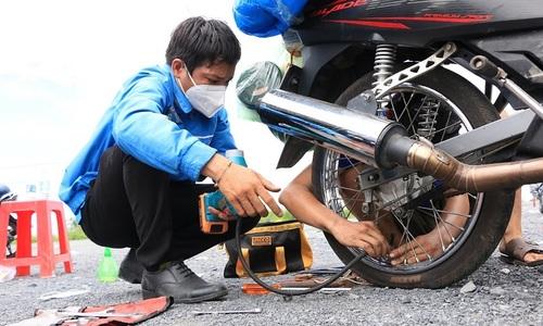 Samaritans provide free roadside assistance to returning migrants