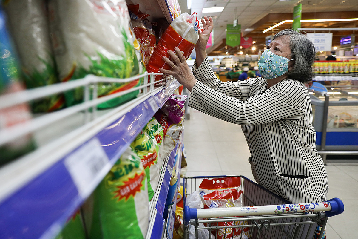 A woman shops for food at a supermarket in Thu Duc City. Photo by VnExpress/Quynh Tran