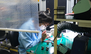 Factories overcome hardship to resume production