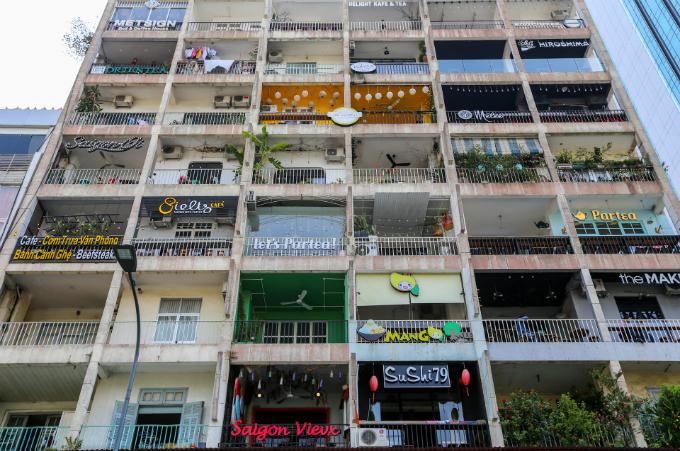 Quán cà phê trong một chung cư ở đại lộ Nguyễn Huệ, TP HCM.  Ảnh của VnExpress / Quynh Tran