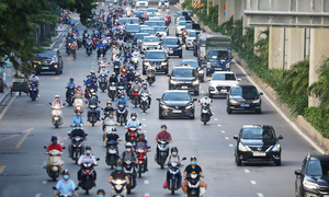 Hanoi to allow on-site dining, taxi services starting Thursday
