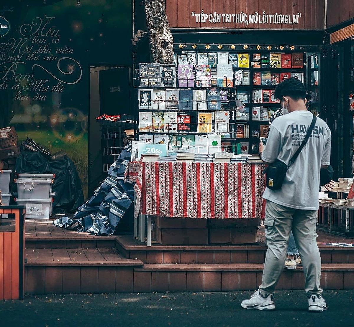 Nguyen Van Binh Book Street on Oct.10, 2021. Photo courtesy of Nguyen Danh