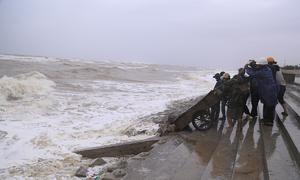 Central Vietnam braces for storm Kompasu