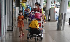Stranded Hanoians in HCMC yearn for flight home