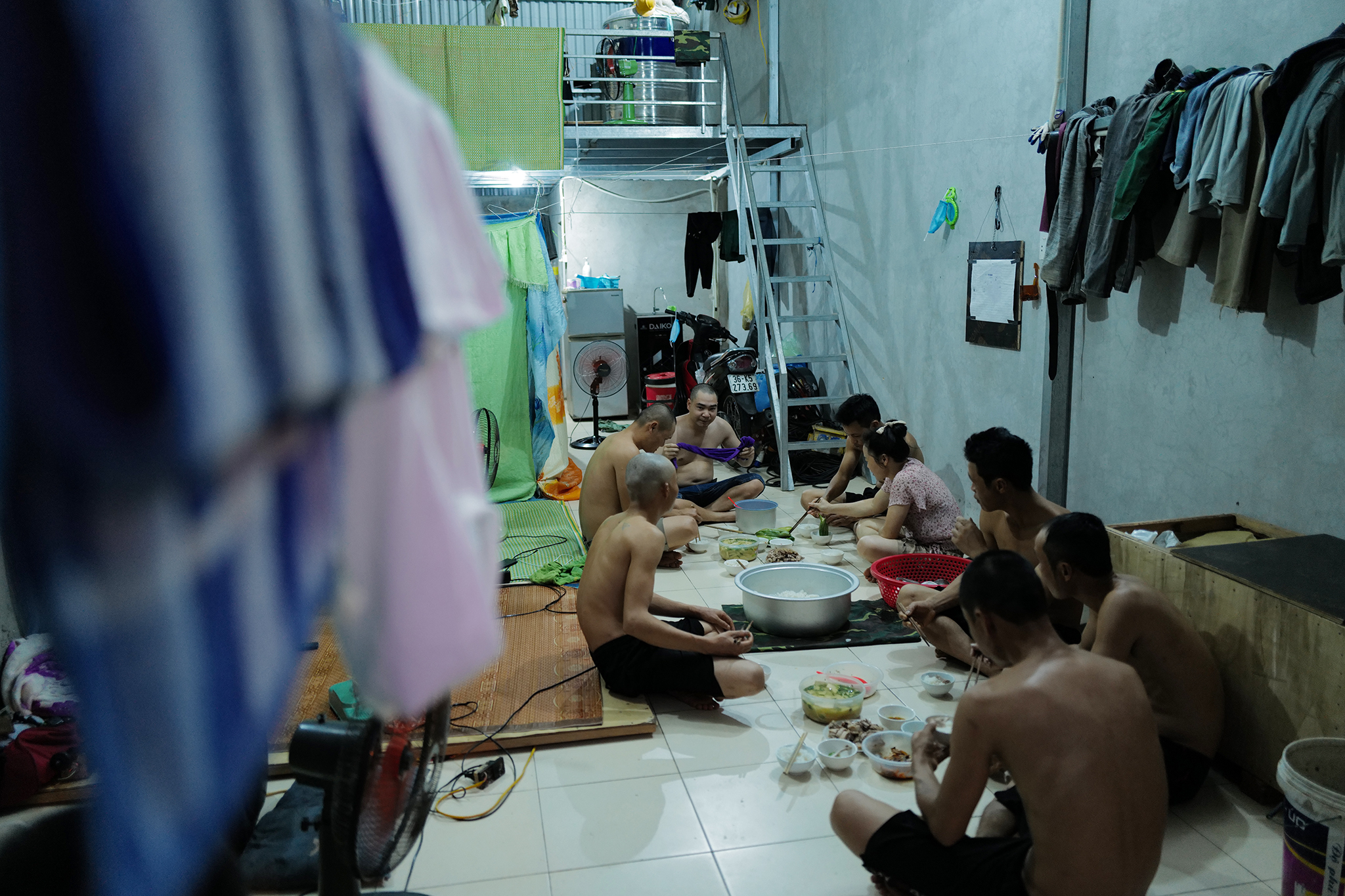 A group of workers has dinner at a rented room in Hanoi, August 2021. Photo by VnExpress/Ngoc Thanh