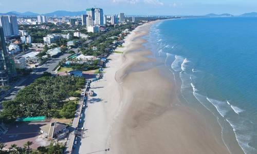 Nha Trang, Vung Tau reopen public beaches, but safeguards remain