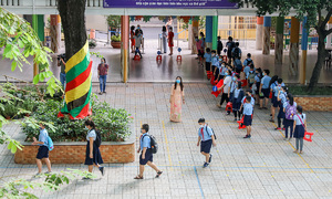 HCMC orders schools to halve class sizes to reopen