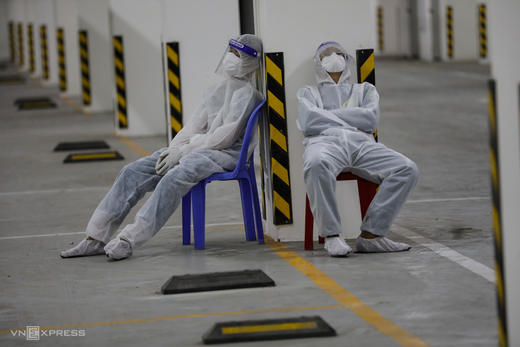 Medical staff take some rest after receiving Covid-19 patients at a field hospital in HCMCs Thu Duc City, July 2021. Photo by VnExpress/Huu Khoa