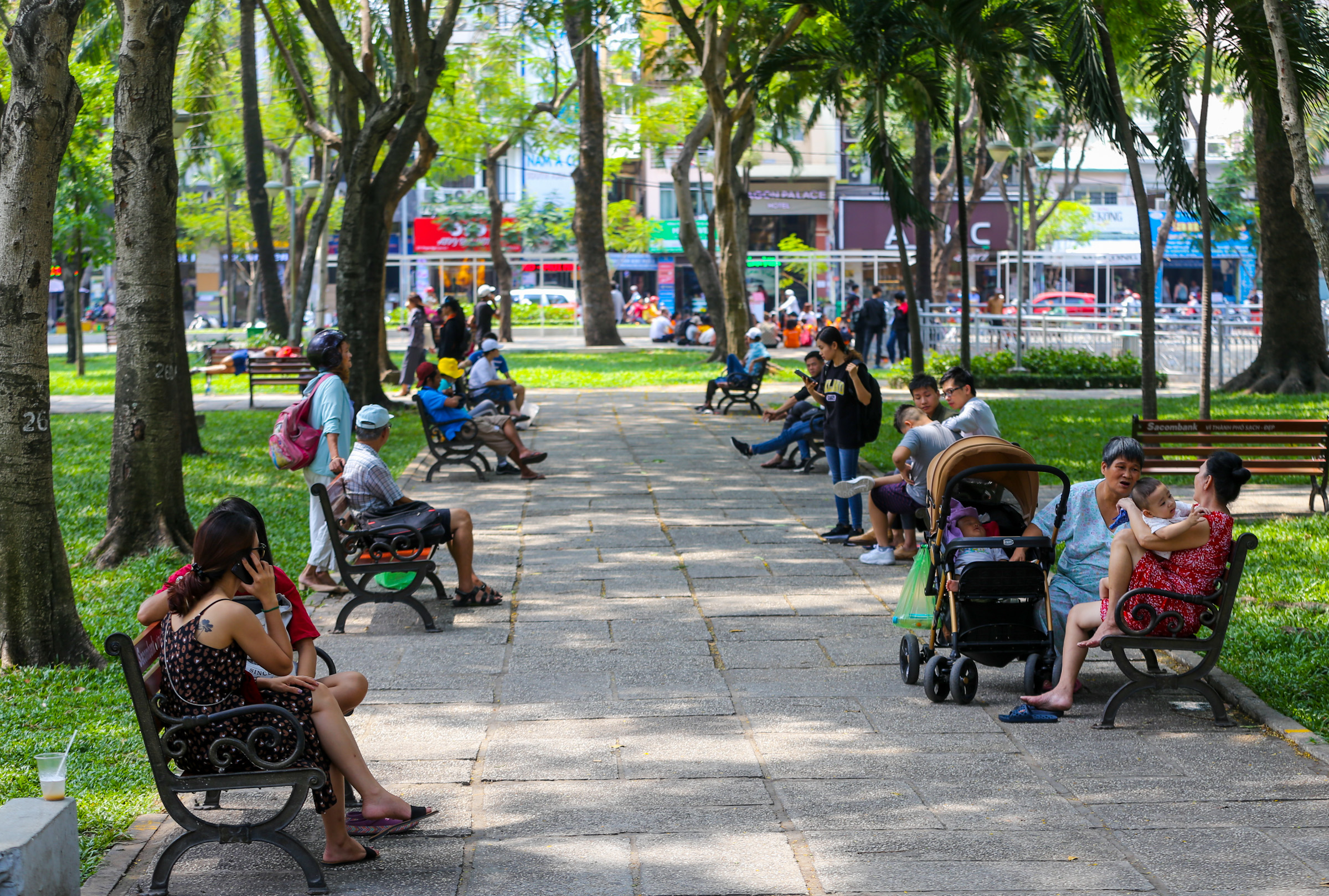 People gather at a park in HCMC, April 2019. Photo by VnExpress/Quynh Tran.